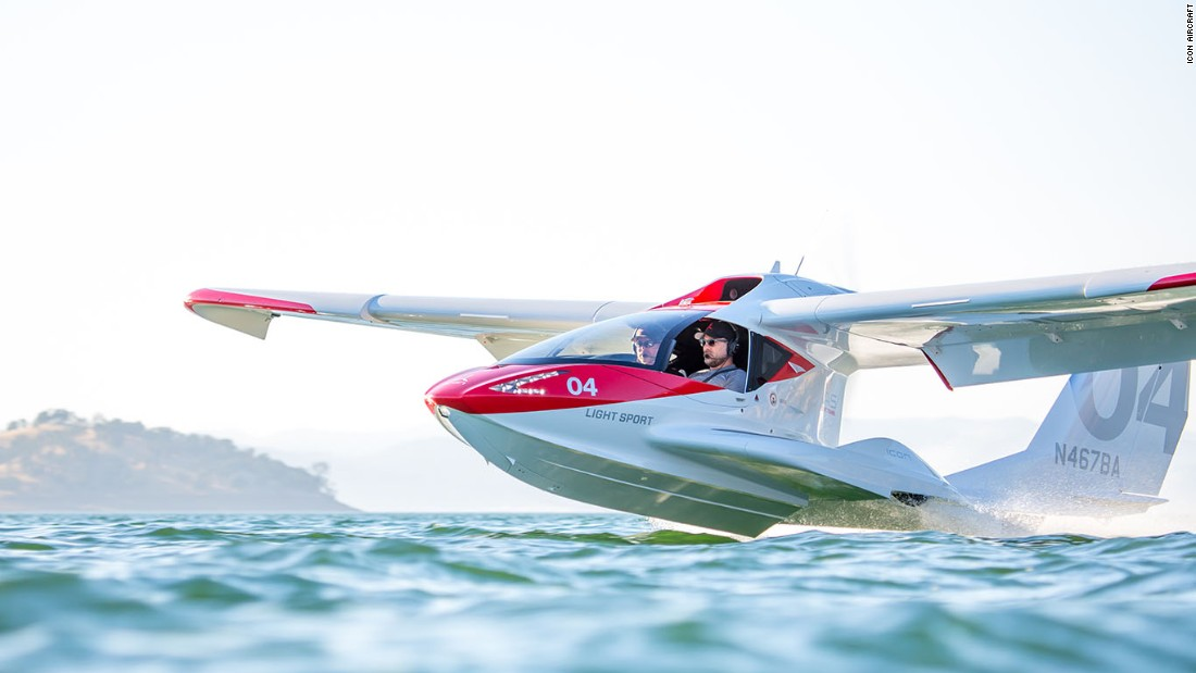 Leteći sportski automobil s krilima