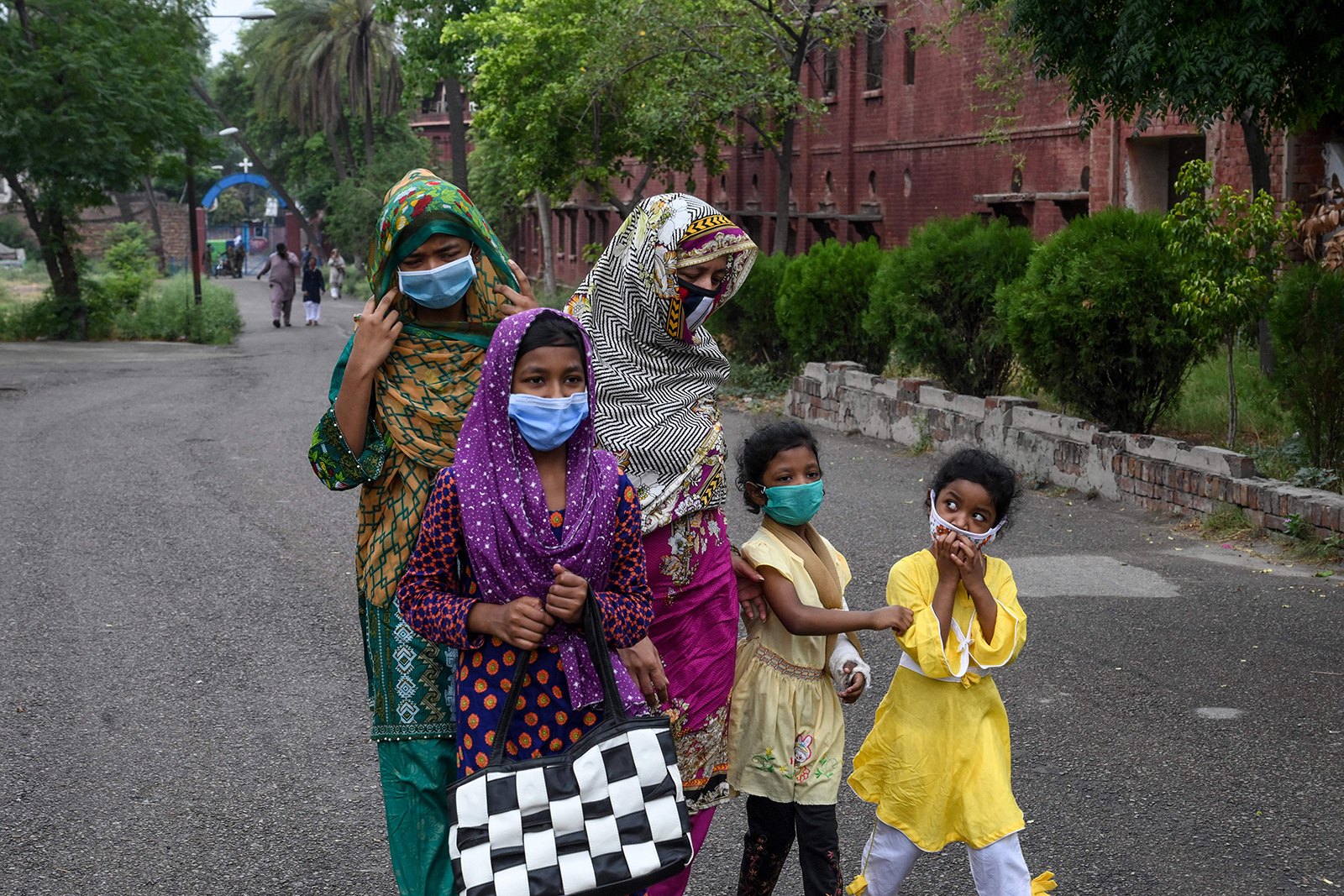Pakistani coronavirus cases pass 100,000