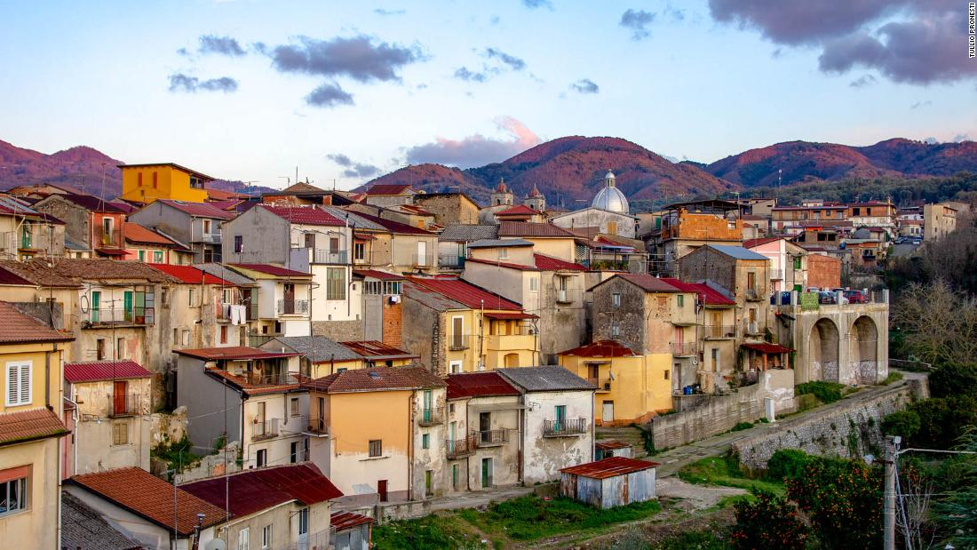 Cinquefrondi: an Italian city 'without Covid' that sells houses for $ 1