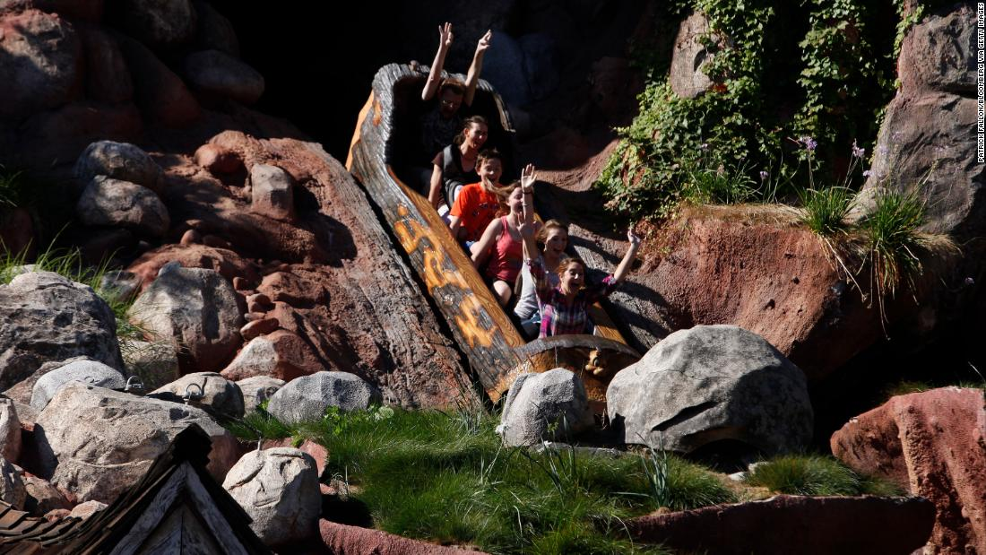 "Disney fans say to Splash Mountain, inspired by the song ""South"", should be rehemiran"