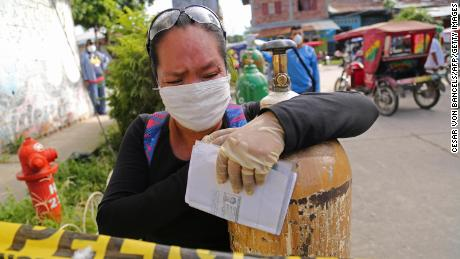 Peruvians cry for oxygen as the coronavirus takes its toll