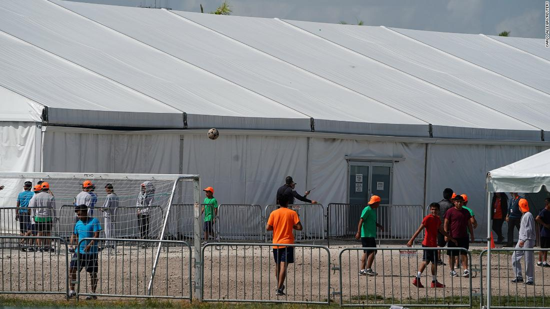 Judge rules that migrant children must be released in government detention centers because of coronavirus