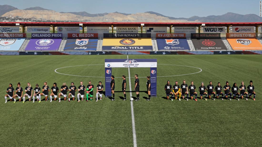 North Carolina Courage and Portland Thorns FC knelt during the national anthem