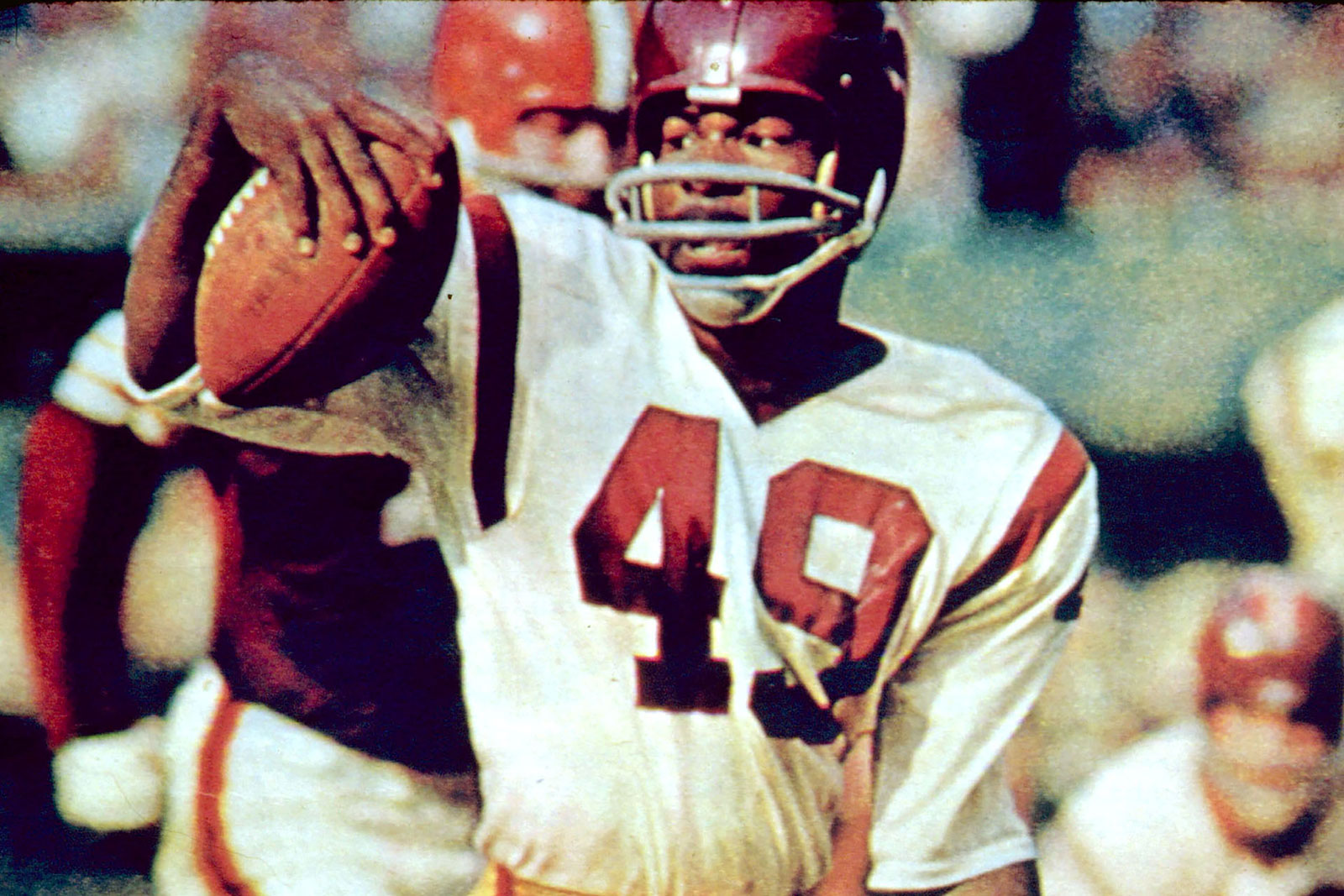 Bobby Mitchell runs the ball during a game between the Cleveland Browns and the Washington Redskins in 1963.