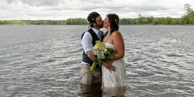 The lighthearted newlyweds, both 35, even used images from the photo shoot fail in their thank-you notes to wedding guests.