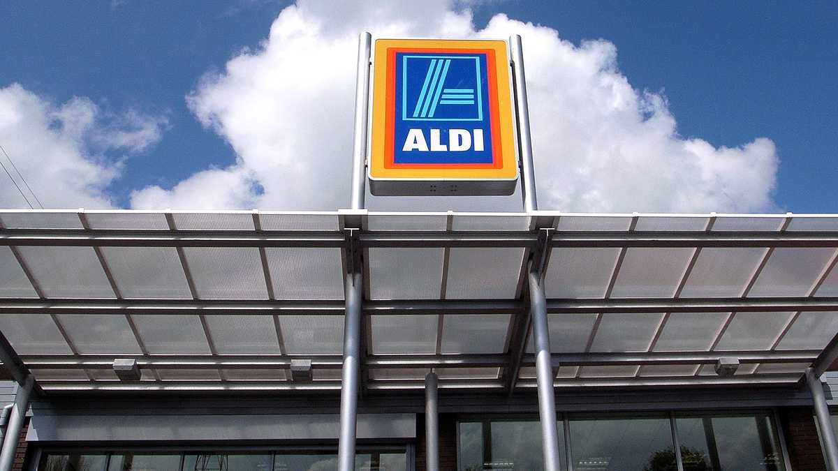 ALDI joins companies requiring customers to wear face masks