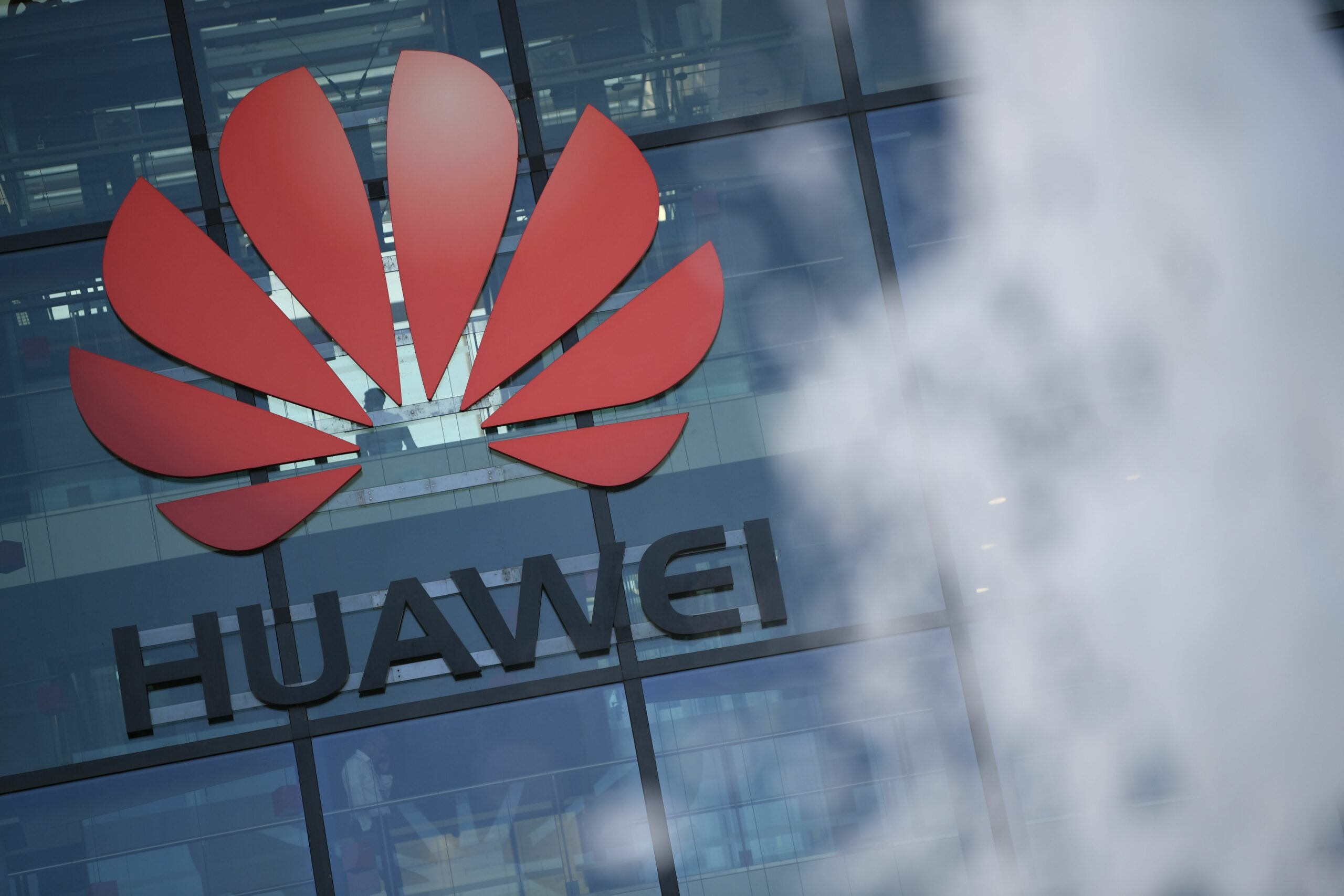 Huawei overtakes Samsung to be No. 1 smartphone maker many thanks to China