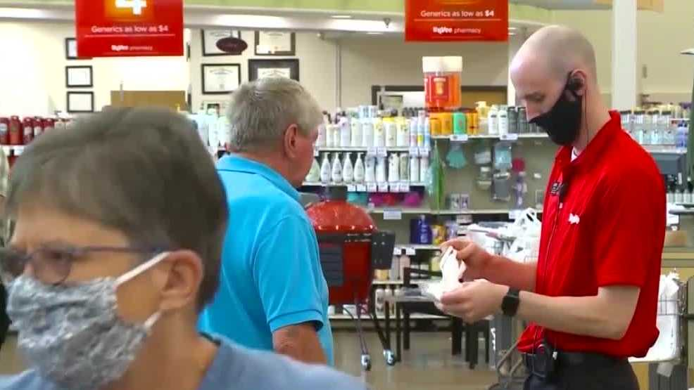 Hy-Vee announces campaign to hand out masks to buyers without 1