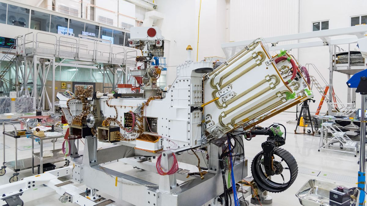 Going nuclear: NASA's Perseverance Mars rover gets its power source for July 30 launch
