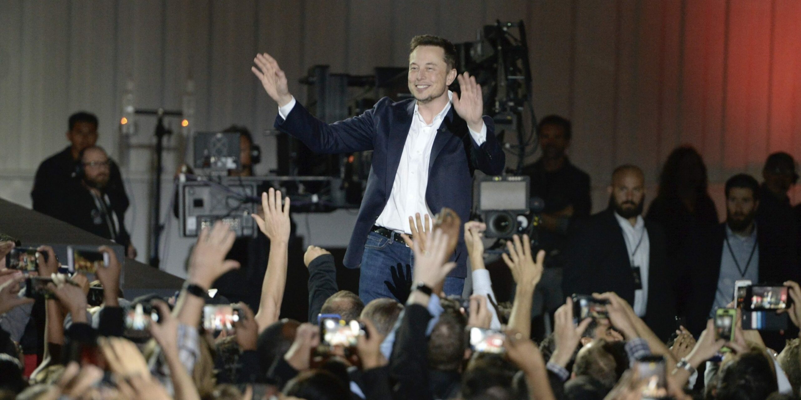 Tesla (TSLA): Elon Musk secures more shares to finance SpaceX's Mars colonization system