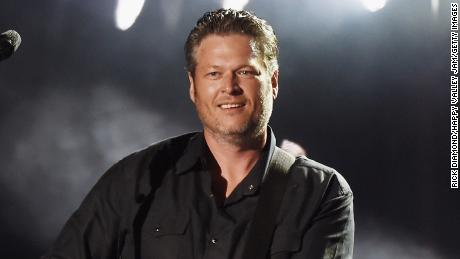 Blake Shelton follows in Garth Brooks & # 39; steps with his own propulsion concert
