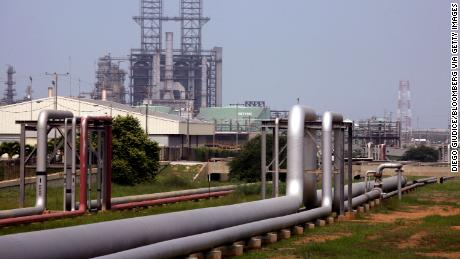 Trump orders Chevron to stop oil production in Venezuela