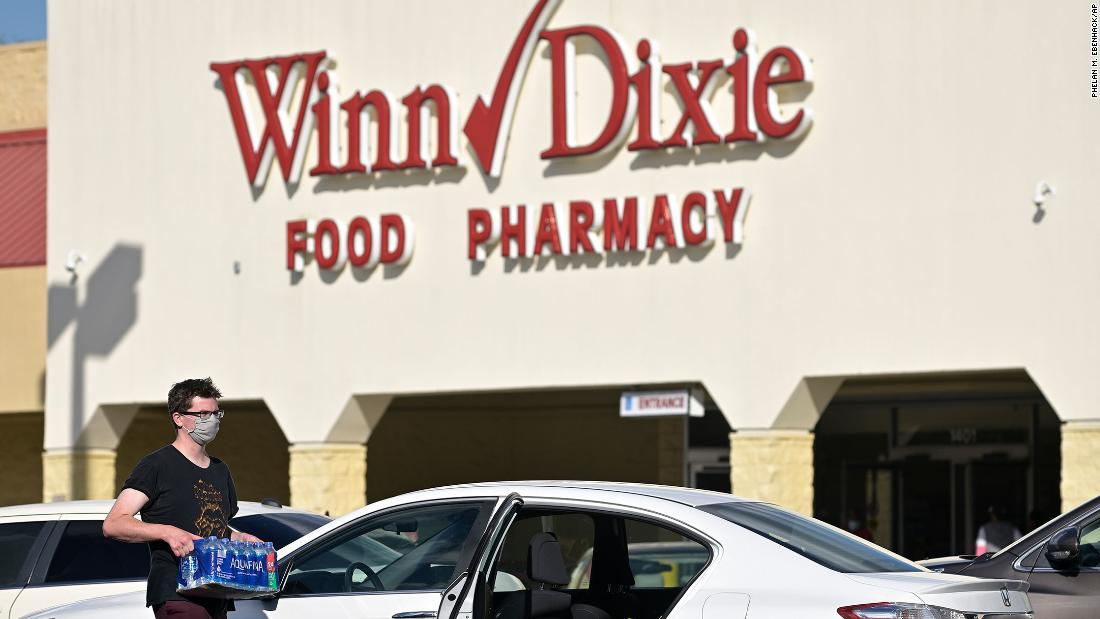 Winn-Dixie reverses stance on masks after Trump tweet