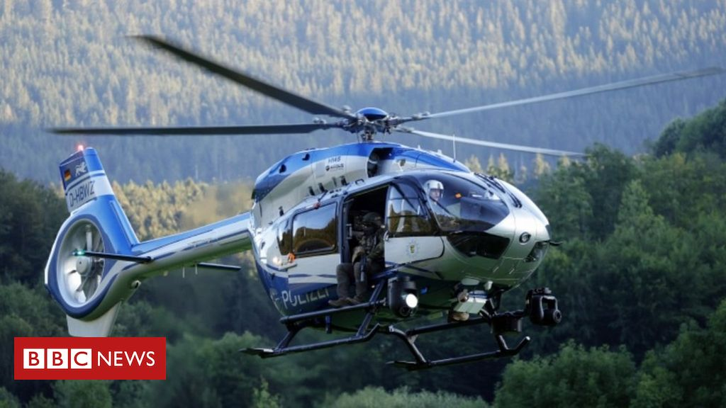 Yves Rausch: German police hunt 'dangerous Rambo' in Black Forest