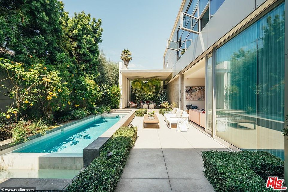 Emilia Clarke of Game Of Thrones lists her modern Venice Beach mansion for $5M