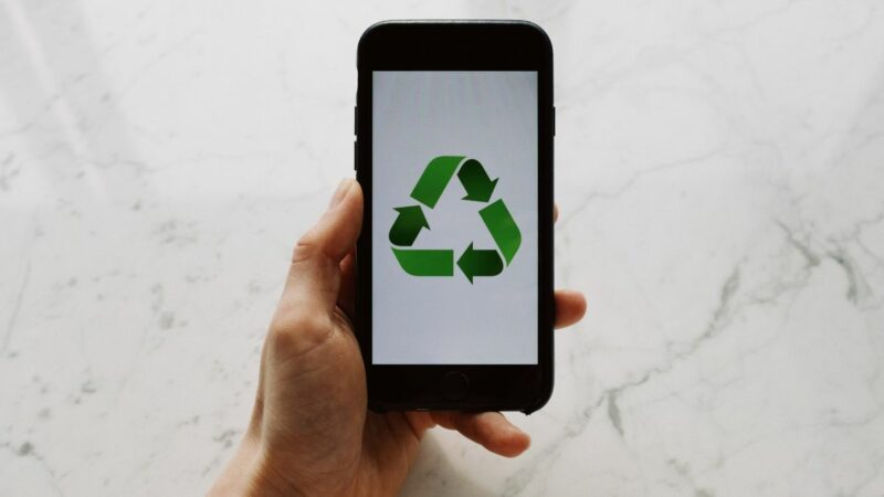 8 ways to repurpose your old Android or iPhone