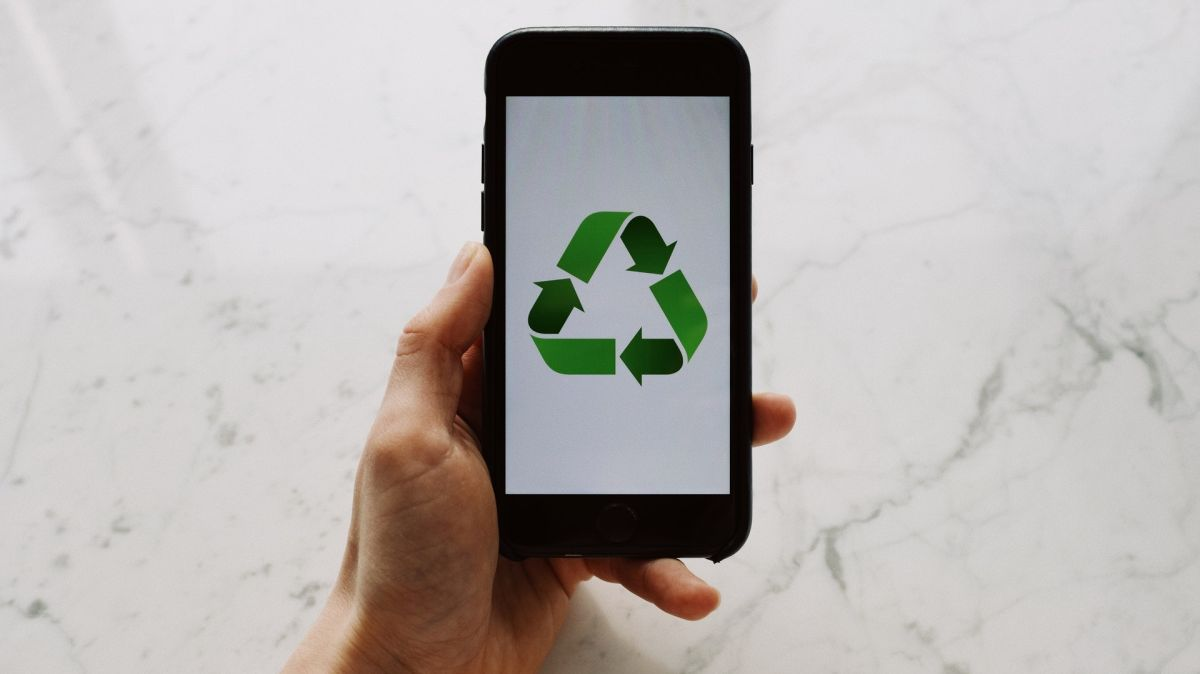 8 ways to repurpose your previous Android or Iphone