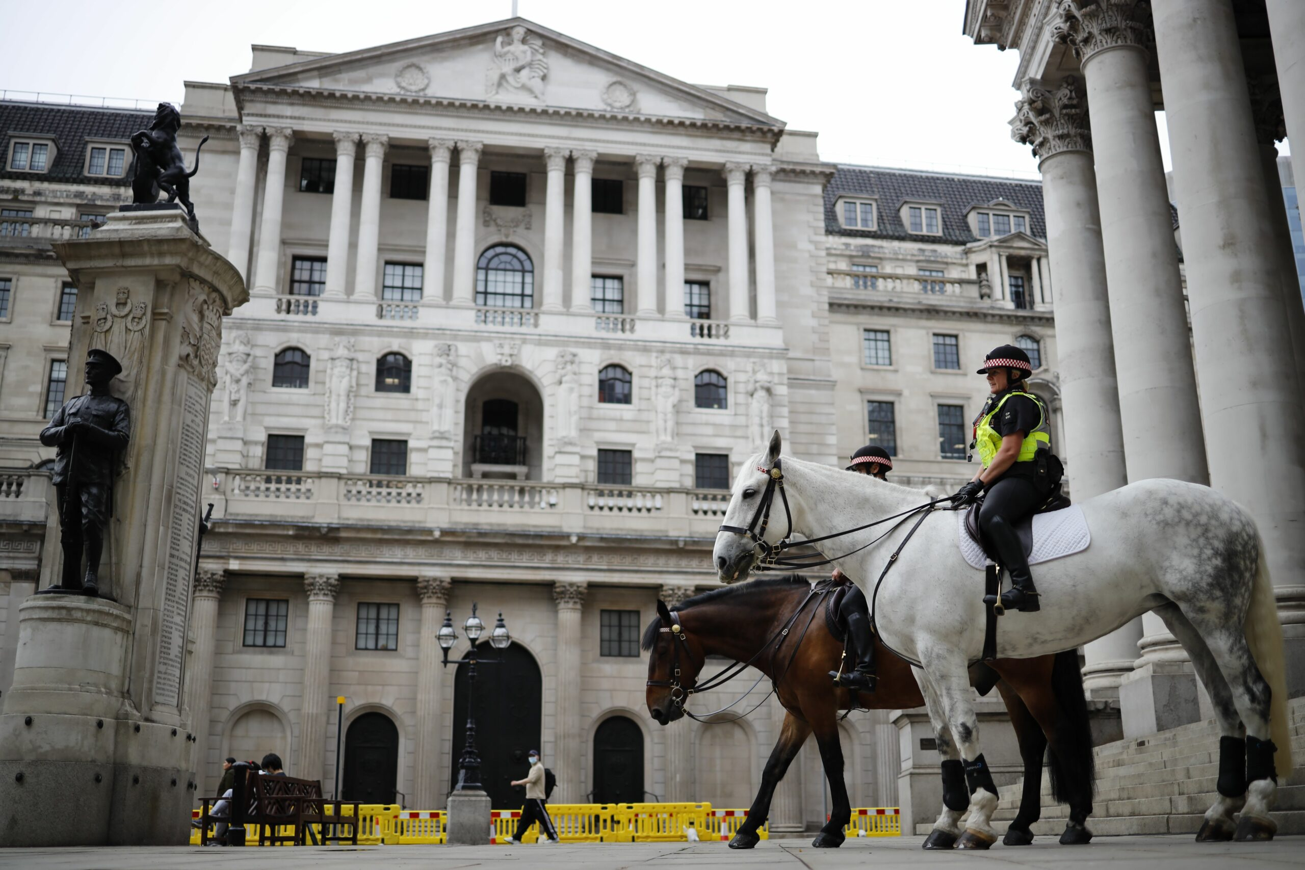 Bank of England retains fees continual and maintains bond buying ranges