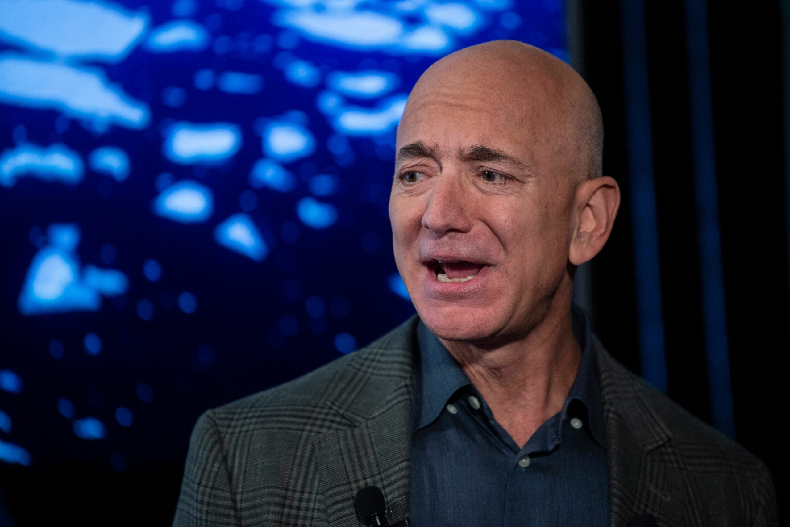 Bezos sells more than $3 billion in Amazon shares