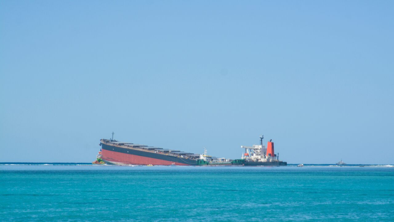 Mauritius oil catastrophe: Stricken Japanese ship spits apart, remaining fuel spreads into waters