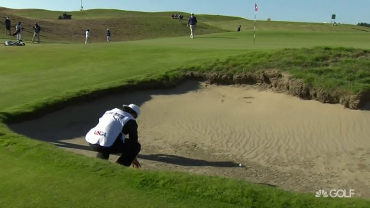 U.S. Amateur: Segundo Oliva Pinto loses after caddie touches sand (video)