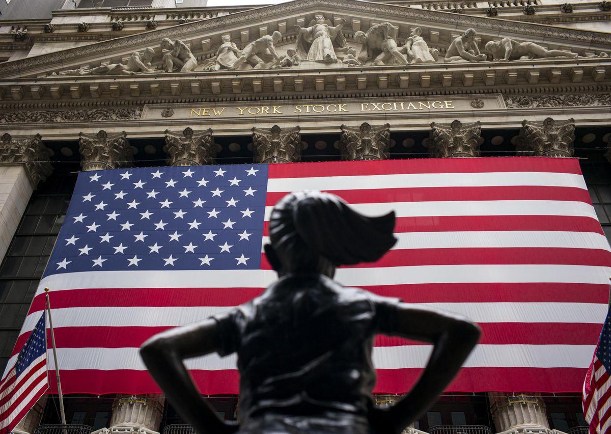 Dow drops 400, S&P 500 drops 1.7%
