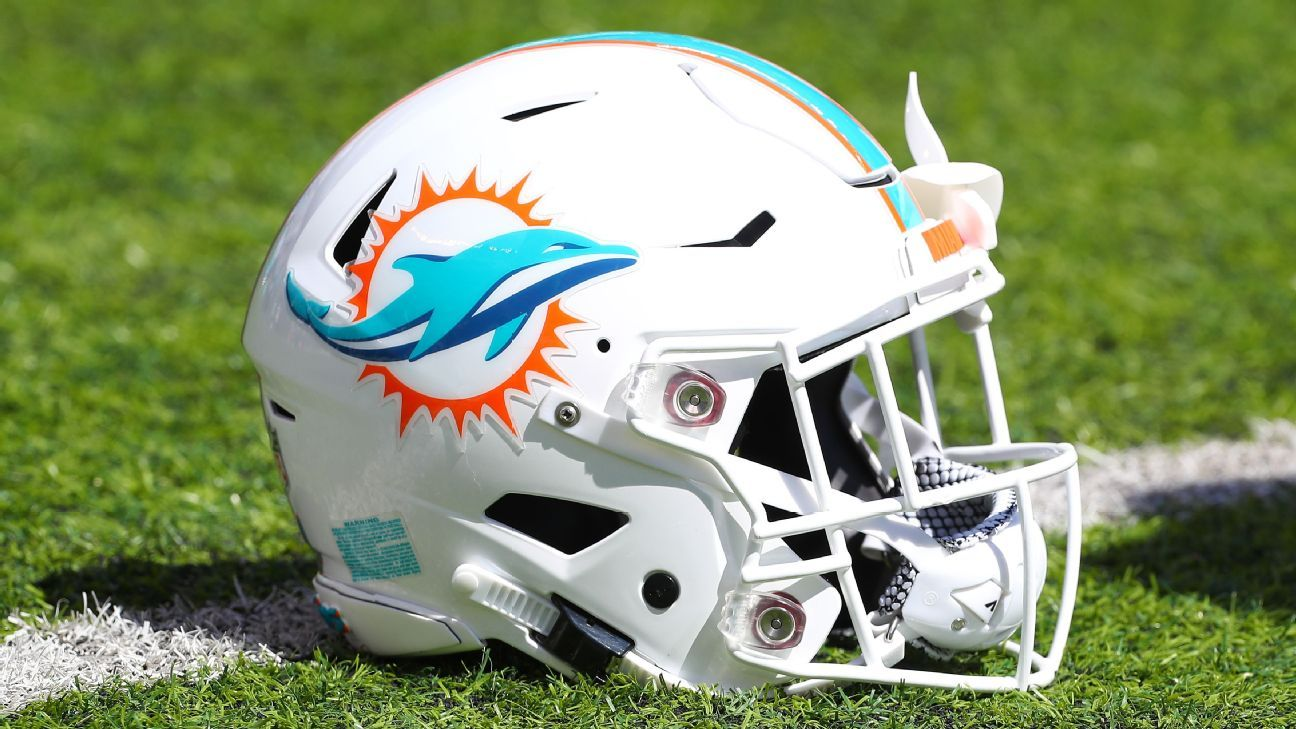 Dolphins will stay in locker room during anthems