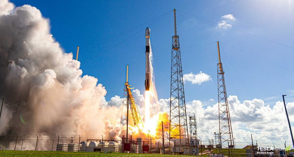 SpaceX launches 60 more satellites during 15th Starlink mission