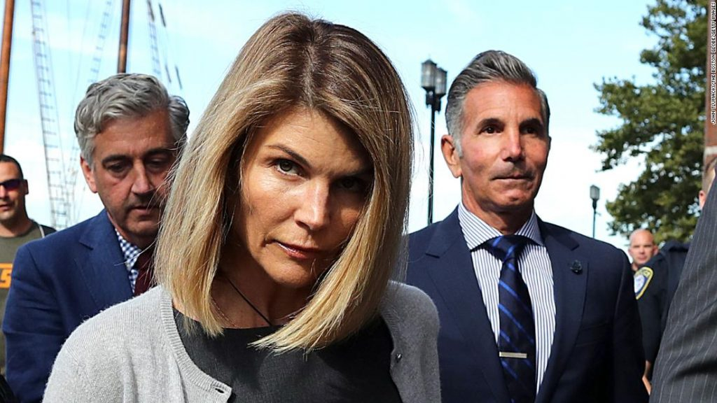 Lori Loughlin begins in jail for two months