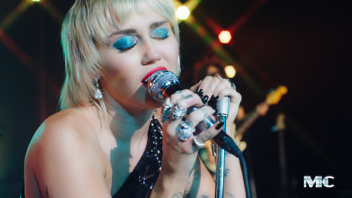 """Miley Cyrus Covered """"Zombie"""" By The Cranberries And You Have To See It"""