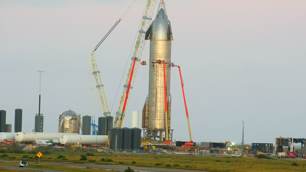 SpaceX passes a fixed-fire test with 3 Raptor engines, and finally gets a nose cone!