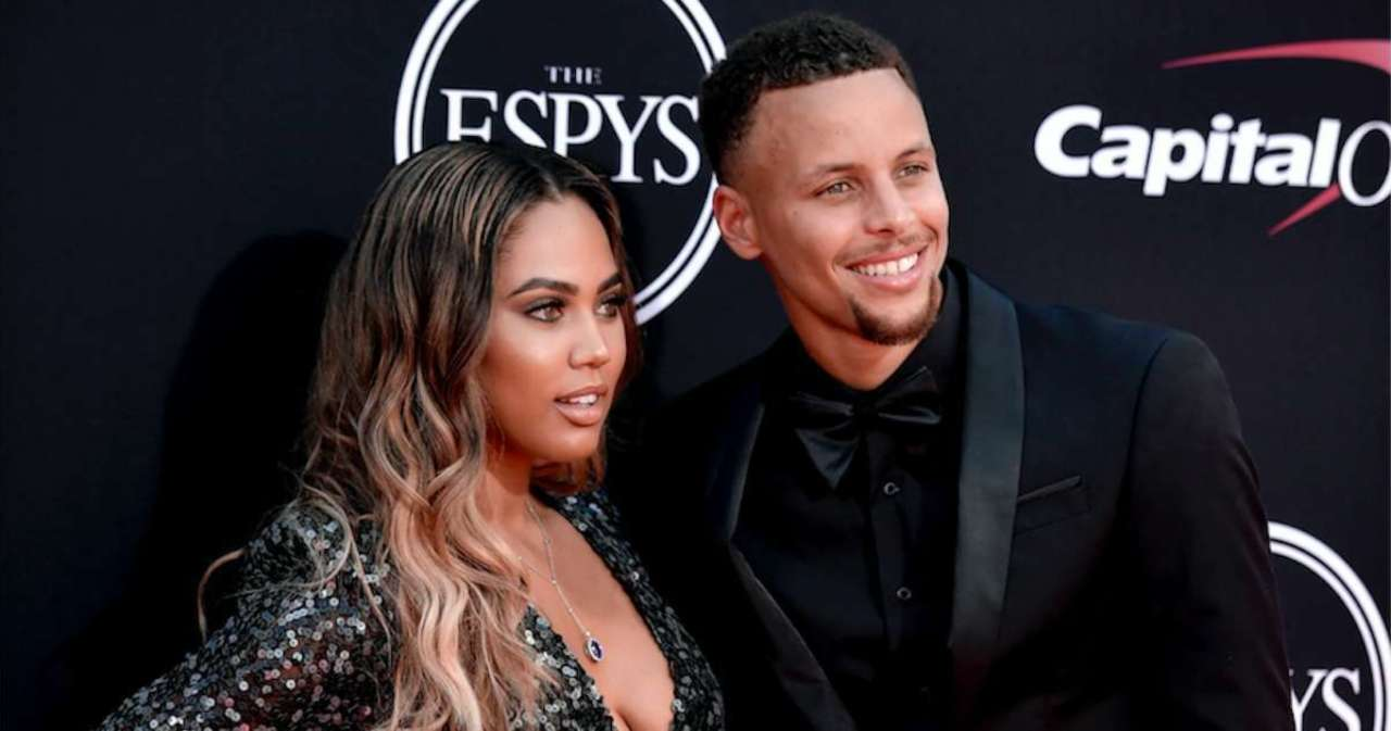 Stephen Curry reacts to his wife Aisha's new blonde hair