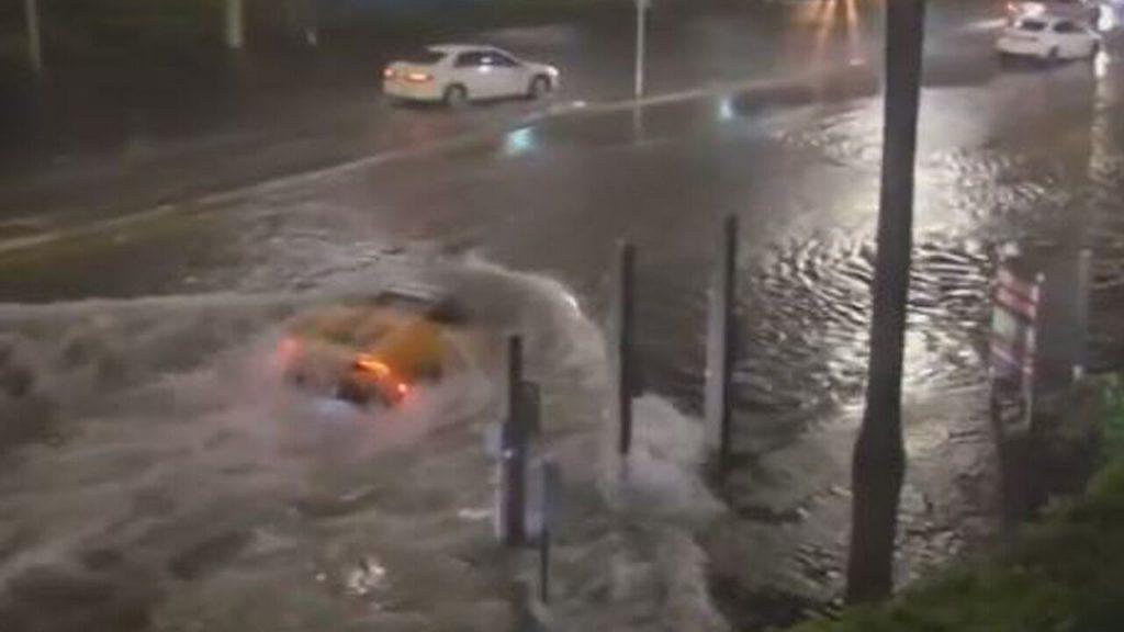 Tropical Storm ETA turns Florida streets into rivers, Lamborghini spotted as a 'submarine'