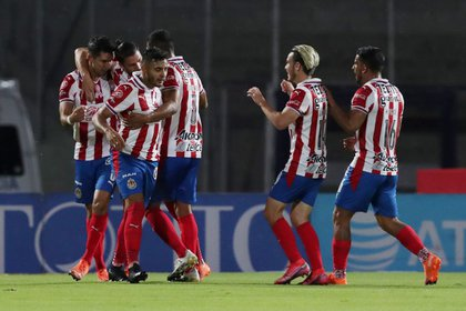 Chivas de Guadalajara defeated Necaxa 1-0 through Jes بهدفs Angolo (Photo: Reuters / Henri Romero)