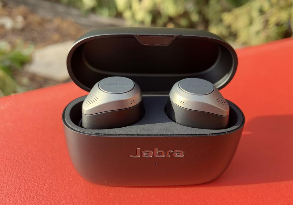 Gift guide 2020 wireless earbuds