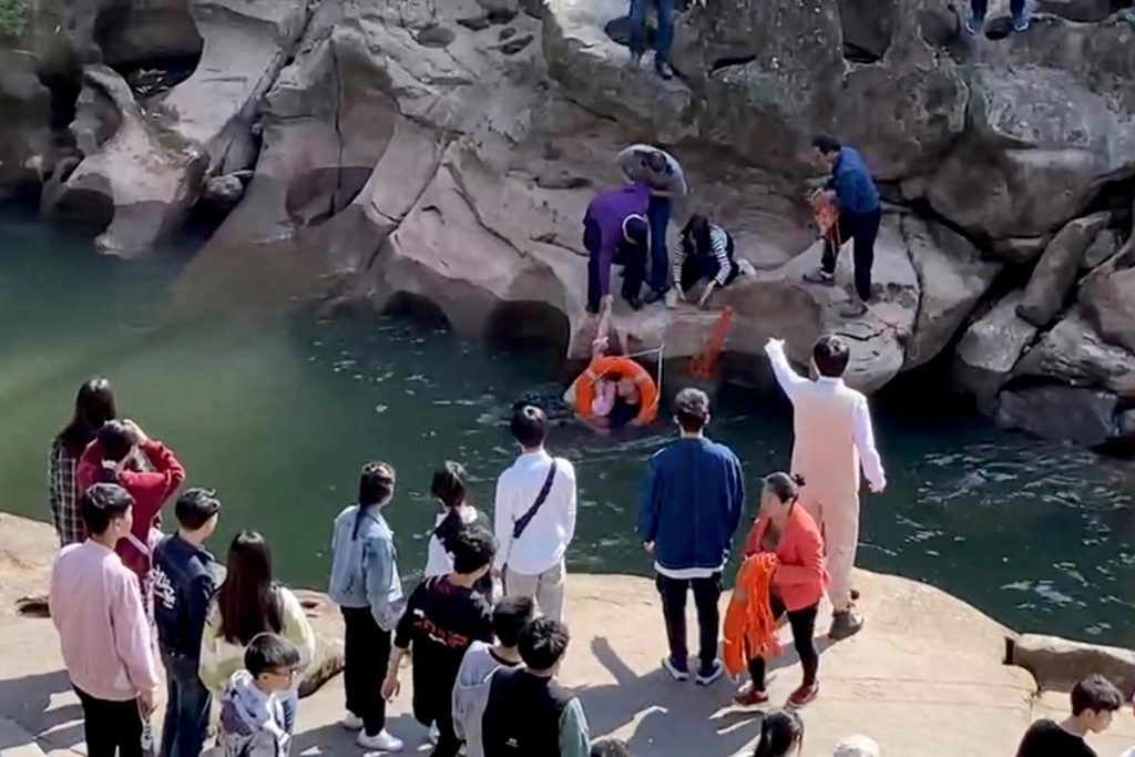 British diplomat rescues student from drowning in a Chinese river