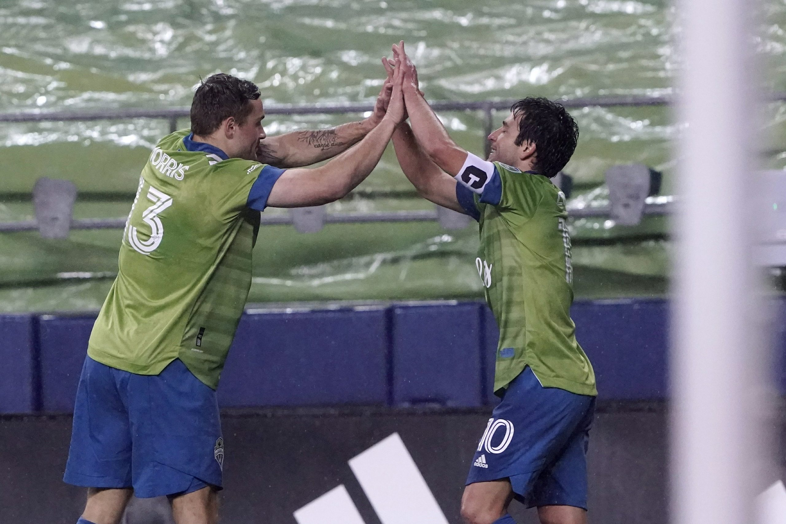 Champions defense advance while the Sounders knock out LAFC 3-1