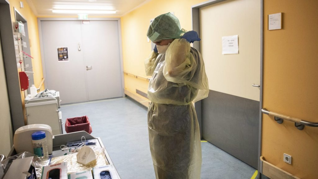Nurses smoke after North Dakota, allowing medical workers with coronavirus to stay at work