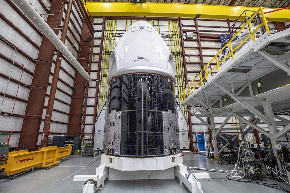"""The Dragon Crew """"Resilience"""" meets a Falcon 9 rocket in Florida's spaceport – spaceflight now"""