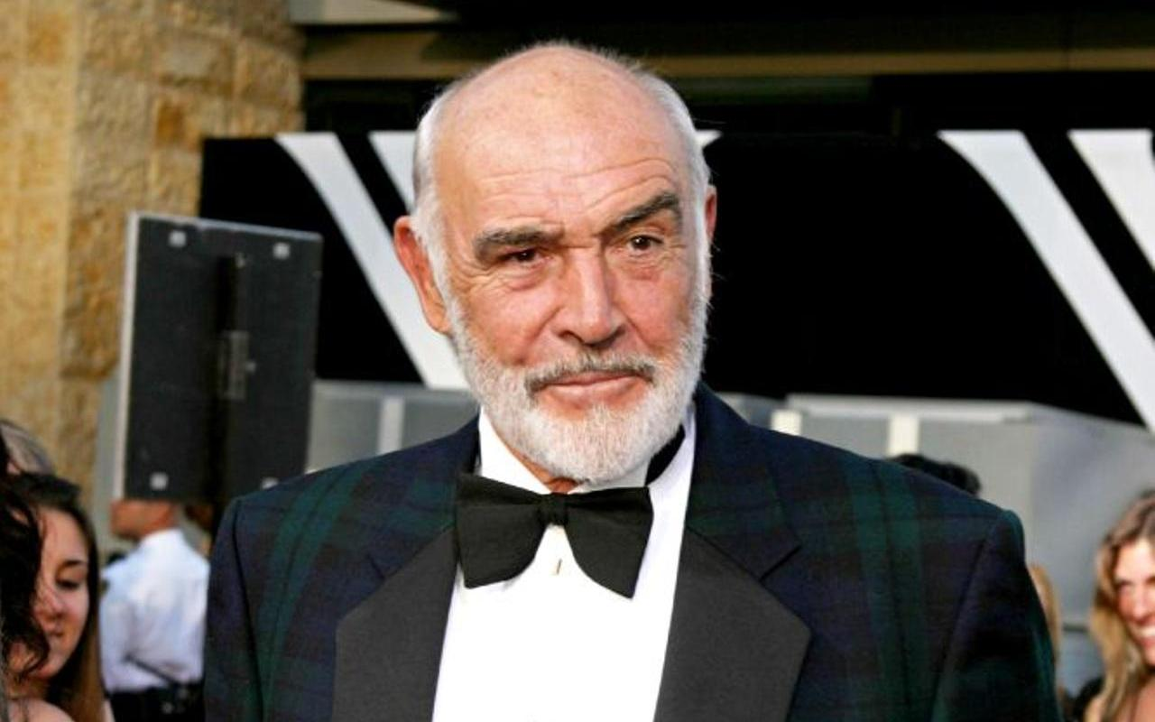 Sean Connery death caused by pneumonia and heart failure
