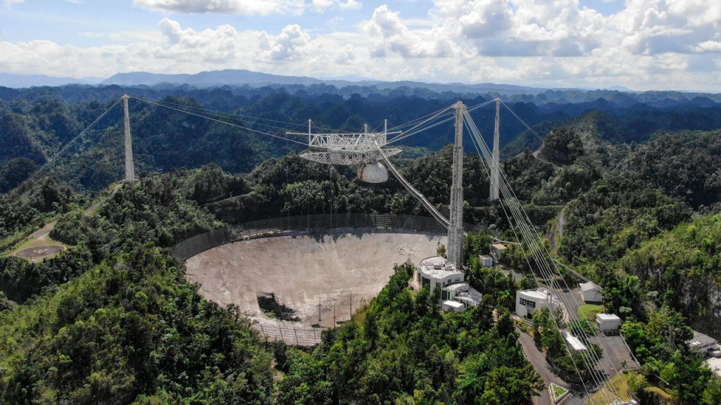 Huge Puerto Rico radio telescope collapses; many mourning