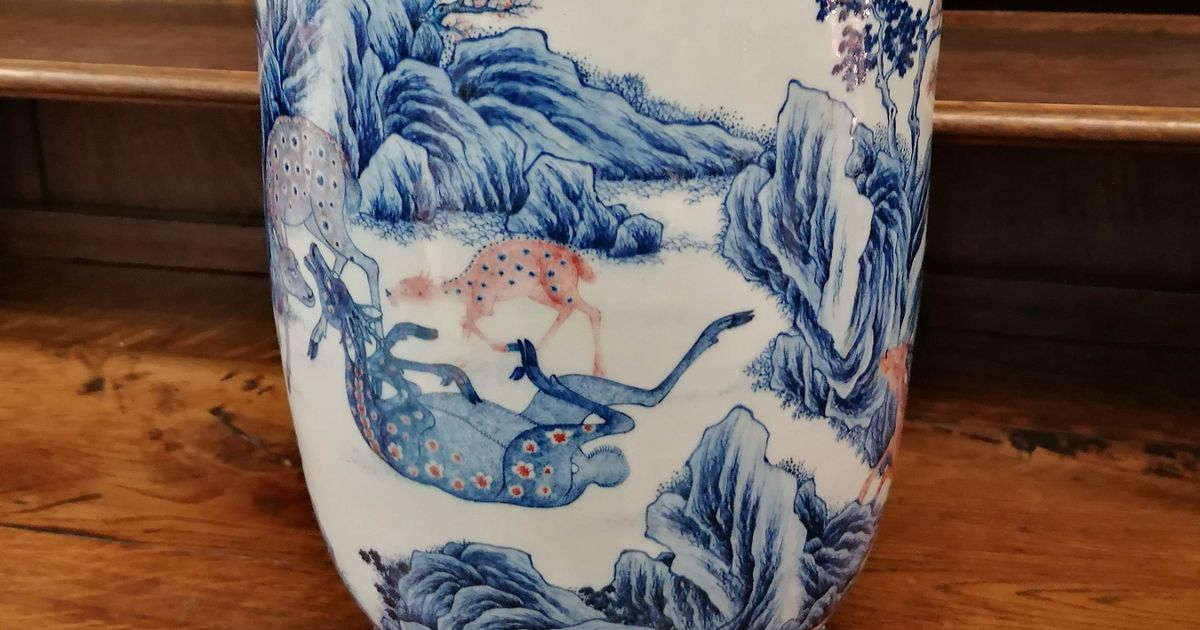 Joy as a £ 25,000 cracked vase turns sour after its appearance It would be worth £ 700,000 undamaged