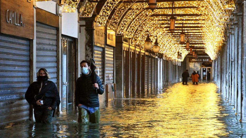 Venice floods as new $ 8 billion dam system fails to operate
