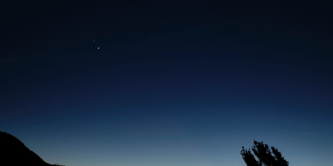 Jupiter, Saturn merges into the night sky, the closest since the time of Galileo in the 17th century