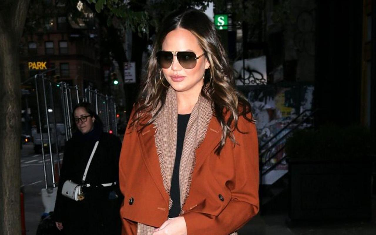 "Participation of Chrissy Teigen in a new quarrel on Twitter after it was described as ""no layers"""