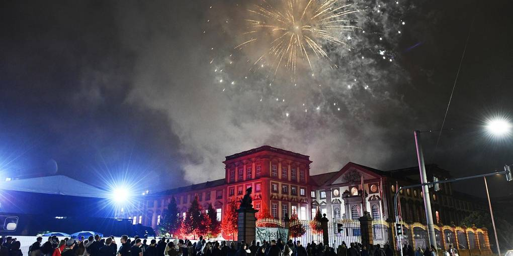 The crowds and fireworks on New Year's Eve only around Mannheim Palace should not be avoided in early 2020/21.  Archive photo: Gerold