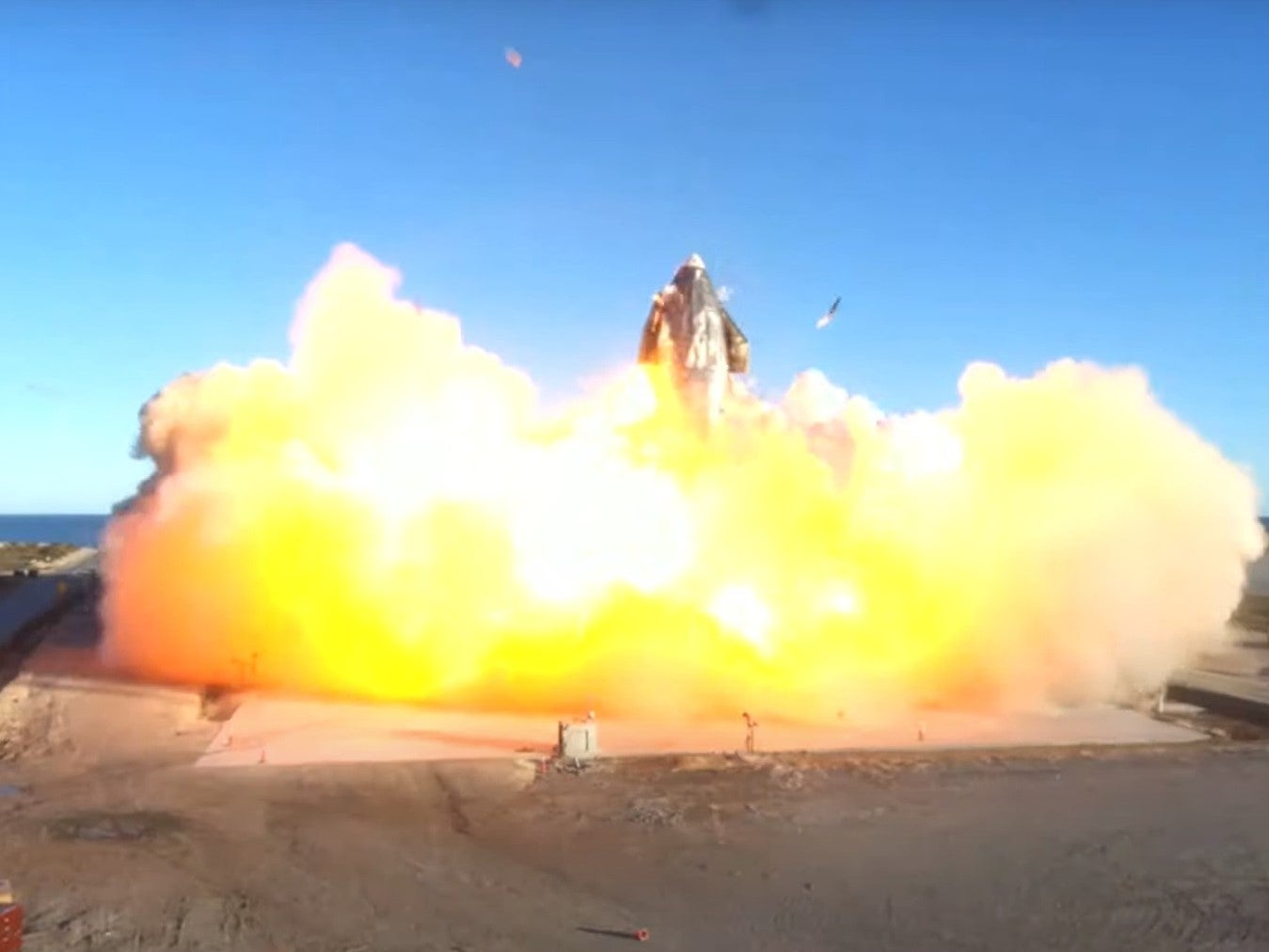 SpaceX Starship crashes in a huge blast of fireball