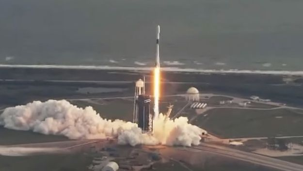 SpaceX launches a secret US spy satellite, and commits to landing missiles into a standard public roof