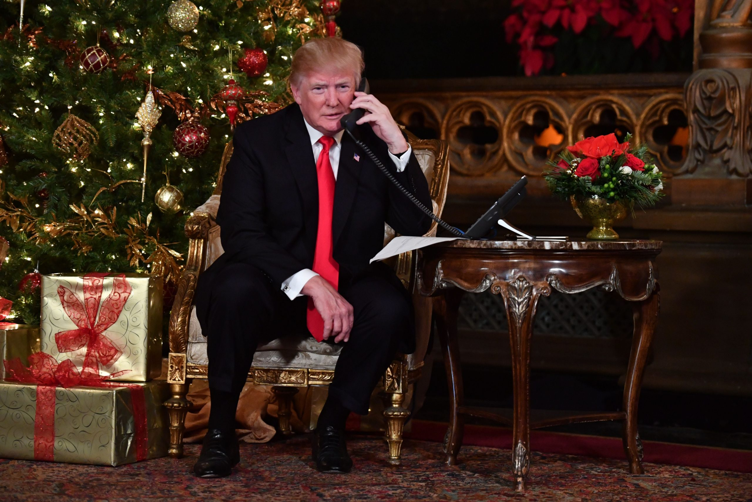 Trump gives Christmas Eve to federal employees