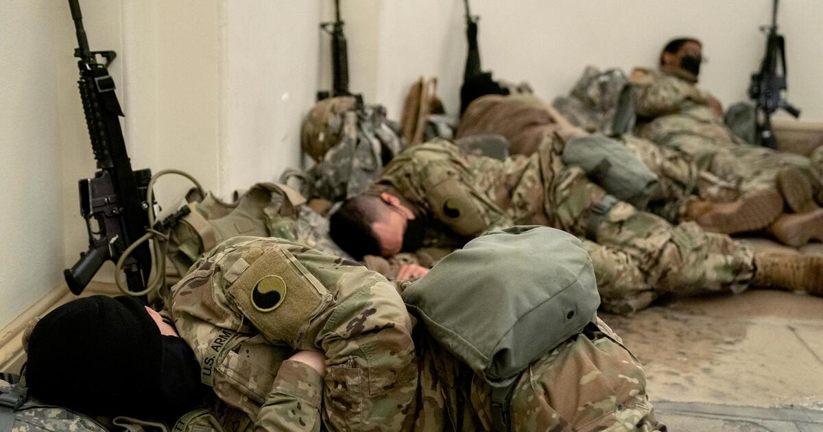 Unusual photos from the U.S. Parliament: The Army is asleep on the Capitol